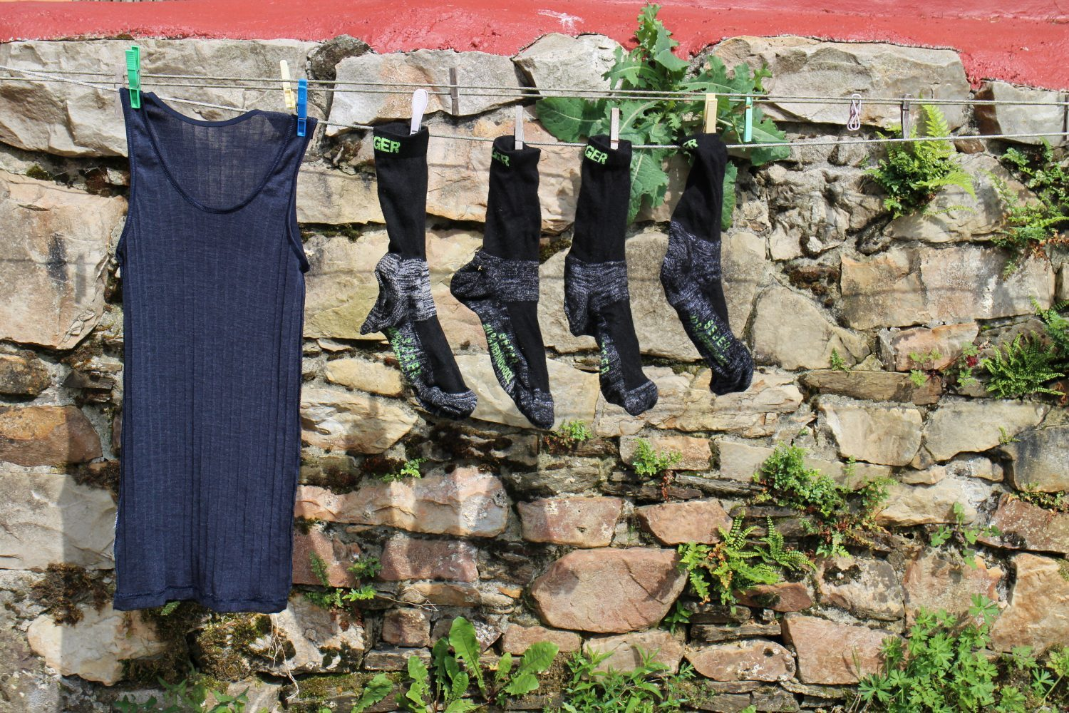 Washing and drying clothes on the camino